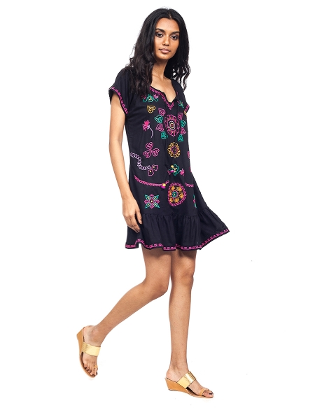 Pictute of Náyade Black; embroidered hippie dresses